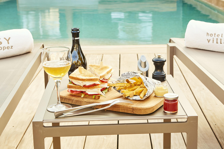 Club sandwich et frites - Room service